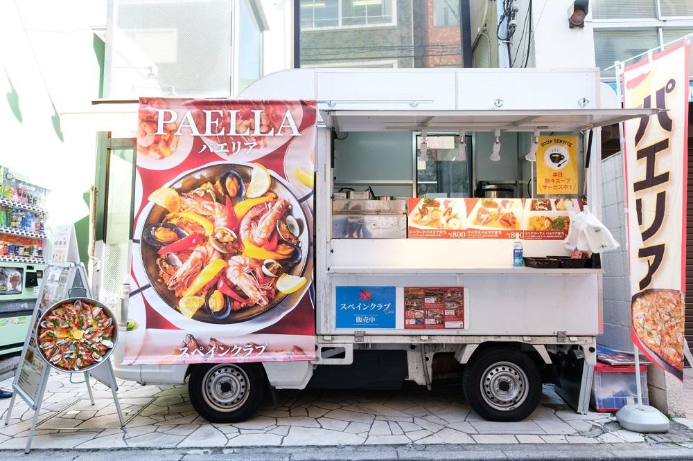 パエリアを販売する「スペインクラブ」(東京・新宿西口)。