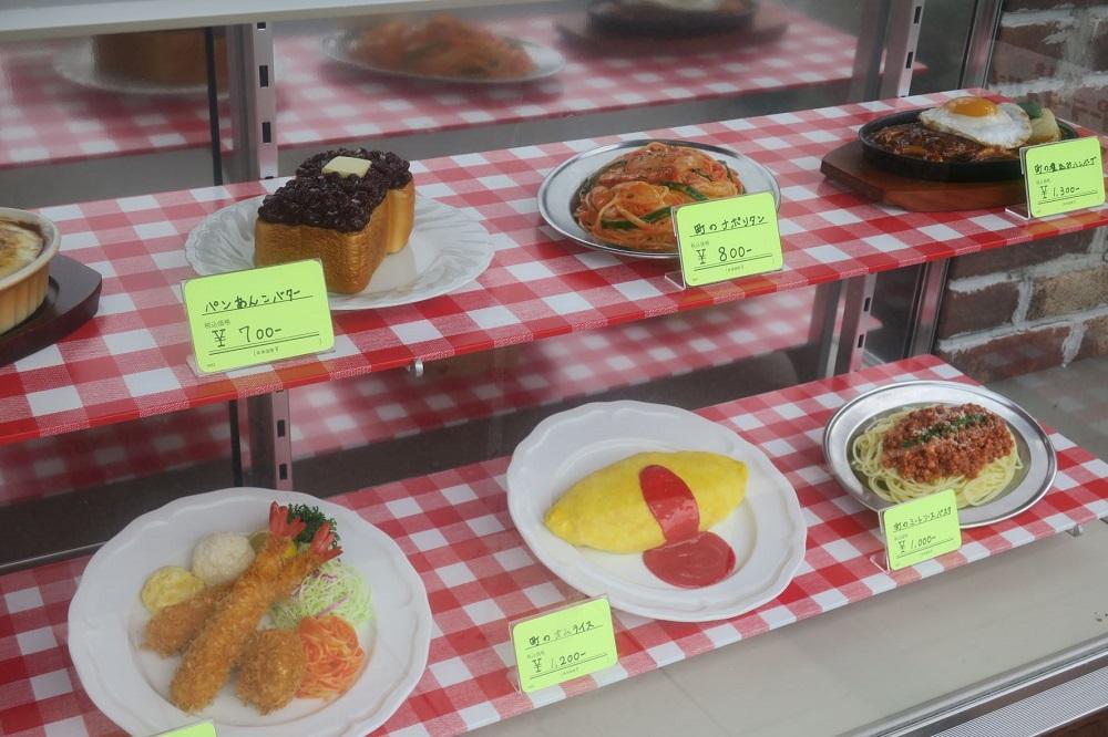 店頭に陳列された食品サンプルの唱和のイメージそのまま。